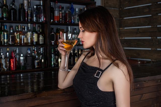 Frau in Bar ansprechen